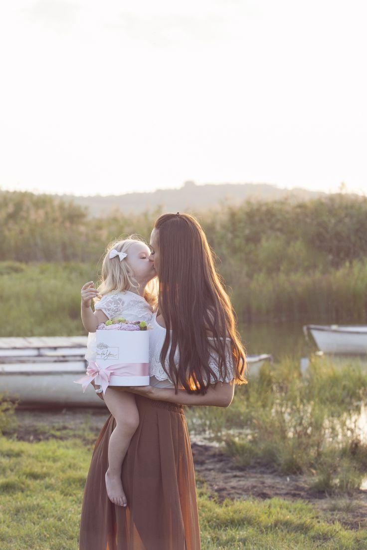 Este o ocazie excelenta de a-i reconfirma iubirea ta femeii adorate sau de a o cuceri cu un buchet de flori magnific, romantic, cuceritor si fermecator. #floridelux #flori #moda #bloomforyou #trandafiri #decoratiuni #infrumusetare #BloomForYou_ro #floristica #cadou #ajanjament #flowerbox #buchet #BloomForYouRo #Floridelux #florarii #aranjamente #perfectbox #flowerbox