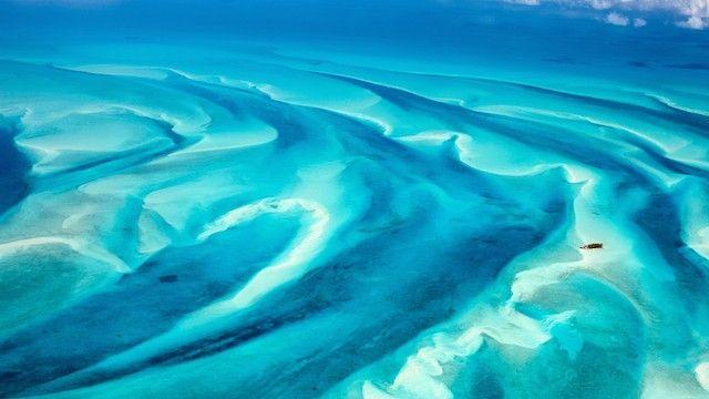 バハマの海が魅せる、ターコイズブルーの絶景