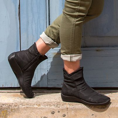 #Arcopedico L8 are high-quality women's #boots made for comfort. Lightweight, anatomically-designed, arch- and circulation-supporting shoes, hand-made in Portugal.