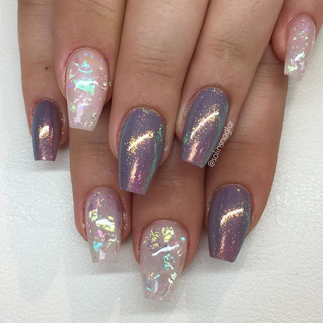 """""""Blueberry Milk"""" med mermaideffect och lila flakes på Frosted Pink #lillynails"""