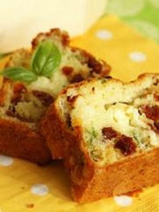 Cake tomates séchées, feta, basilic