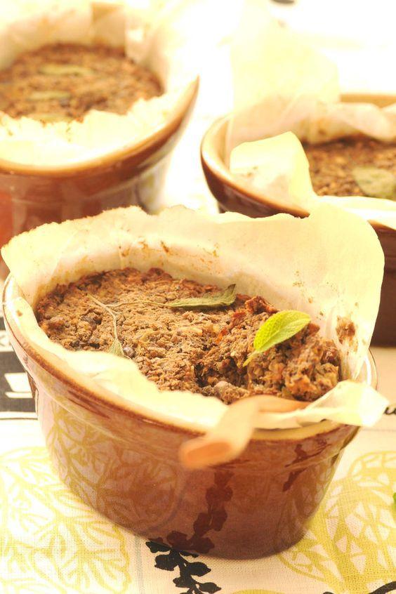 linsepostejsom frokost- eller middagsret  En linsepostej er dejlig frokostmad, evt. til madpakken. Ellerpostejen kan spises som hovedret med alle mulige slags tilbehør. Hvis du er lidt nostalgis…