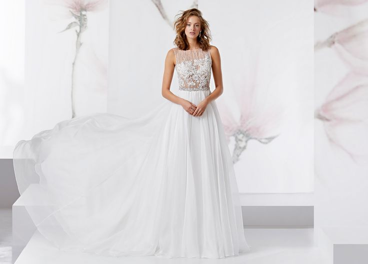 Delicate dress in perfect tulle with medium organza