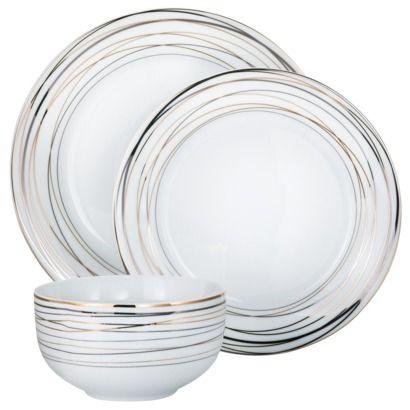 Delicate and classic dinnerware