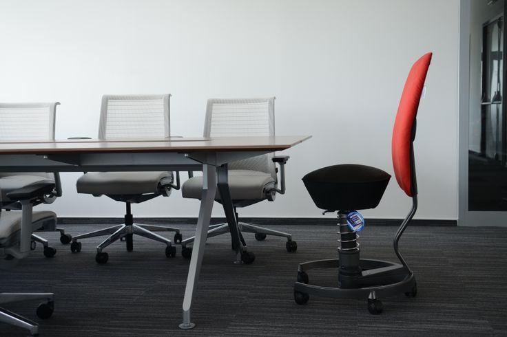 Zdravé sedenie na swopper Work aj počas vedenia porád.