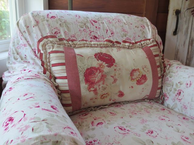 Waverly Norfolk Rose Patterns In Pillow And Chair Cover Z