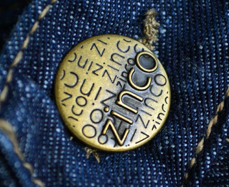 Algunos de los botones estampados diseñados y fabricados por Apholos. // Some Stamped Buttons designed and crafted by Apholos www.apholos.com