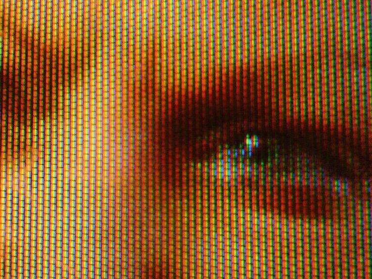 Трихроматизм или Трихромат (от др.-греч.  chromatismos — окраска или три окраски или три колбочки с разным цветом поглощения) — необходимое условие обладания тремя независимыми каналами для передачи цветовой информации, полученных из трех разных типов колбочек. Организмы с трихроматизмом называются трихроматами. Нормальное объяснение трихроматизма заключается в том, что в организме позвоночных сетчатка глаза содержит три типа цветовых экстерорецепторов (называемых колбочками) с разными…