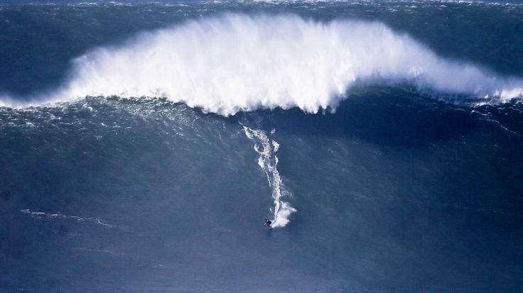 Grandes ondas do 'canhão' foram pequenas para Garrett McNamara - Observador