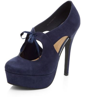 - Rounded toe- Cut out center and sides- Suedette finish- Lace up fastening- Heel height: 5