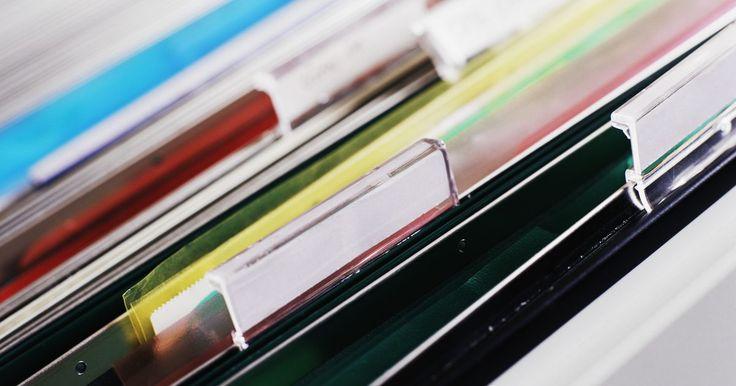 Formas de organizar archivos. La organización de archivos es una forma de organizar datos o registros en un archivo. No se refiere a cómo se organizan los archivos en carpetas, sino a cómo se agrega y se accede al contenido de un archivo. Existen diversos tipos de organización de archivos, los más comunes son el secuencial, relativo e indexado. Estos se diferencian en la ...