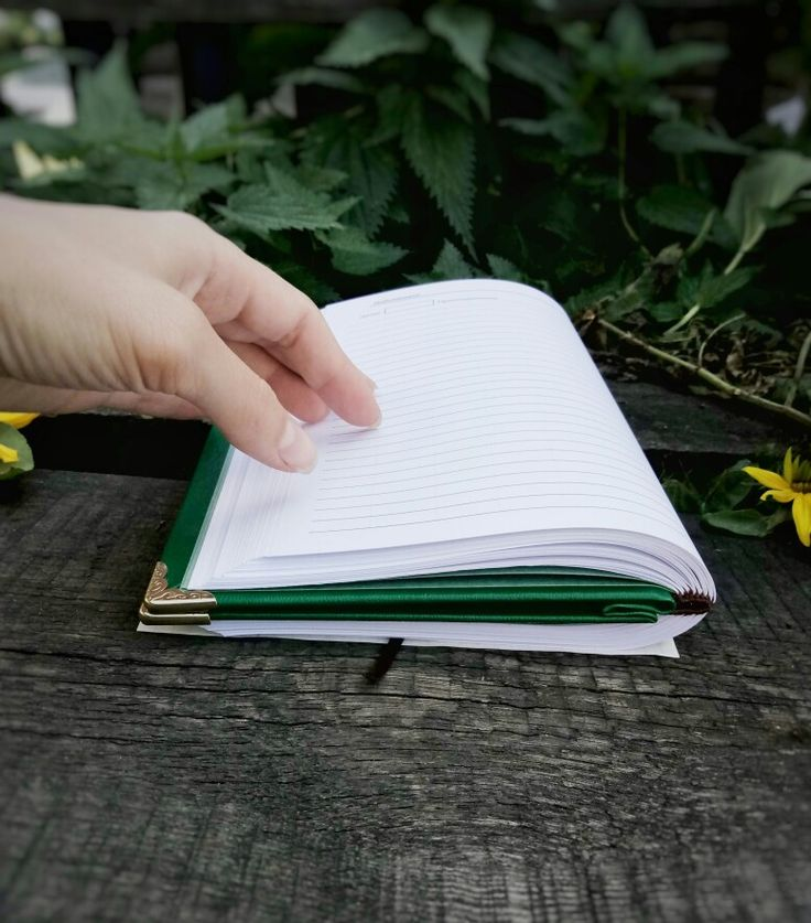 Блокнот формат а5, обложка кожзам. 100 листов.  Металлическая фурнитура. Крепление блокнота позволяет разворачивается листы на 360'.  #блокеот #кожзам #зеленый #book #green #handmade