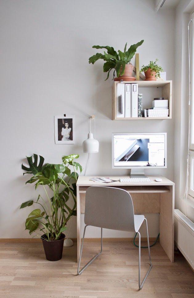 Une essence de bois très naturelle pour un coin bureau concentré sur l'essentiel