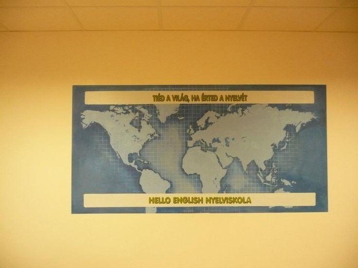 A régi Honvéd utcai nyelviskola faliképe 2x3 méter nagyságú
