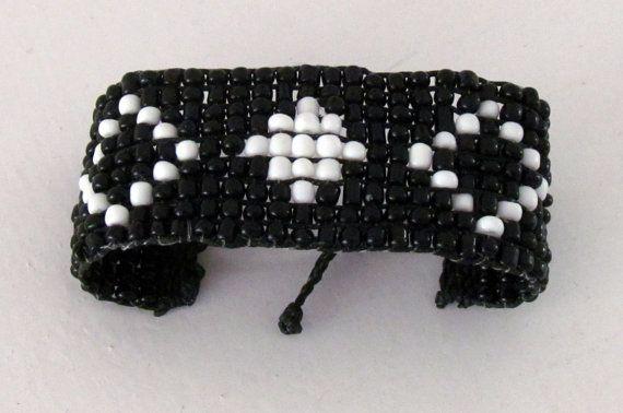 Handmade bracelet in black and white by ManinaIrvine on Etsy, €20.00