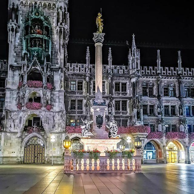 Marienplatz Munchen Munich Shotonhuaweip20pro Huaweip20pro Huawei Lowlight Nachtfotografie Nightphotography Hdr Instagram Bilder Oktoberfest Bilder