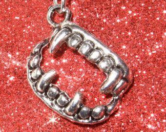 Denti collana, zanne Vampire, Halloween gioielli, ciondolo di zanne, semplice fascino gioielli, collana di tutti i giorni, zanne fascino, zanne Vampire d'argento,