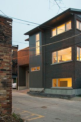 Laneway Loft - The tiny three story home boasts 3 bedrooms, 2 bathrooms, and large entertaining spaces.  The unique location makes the view out every window special.