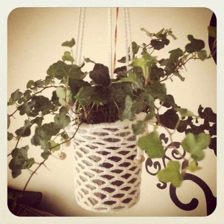 petit bazar hangplant gerbera in een zelfgehaakt jasje