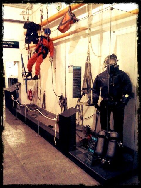 Součástí týmu důlních záchranářů jsou lezci, potápěči a zdravotníci.
