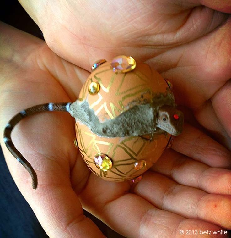 Hatching dragon eggs fun craft for those boys uses egg for Dragon crafts pinterest