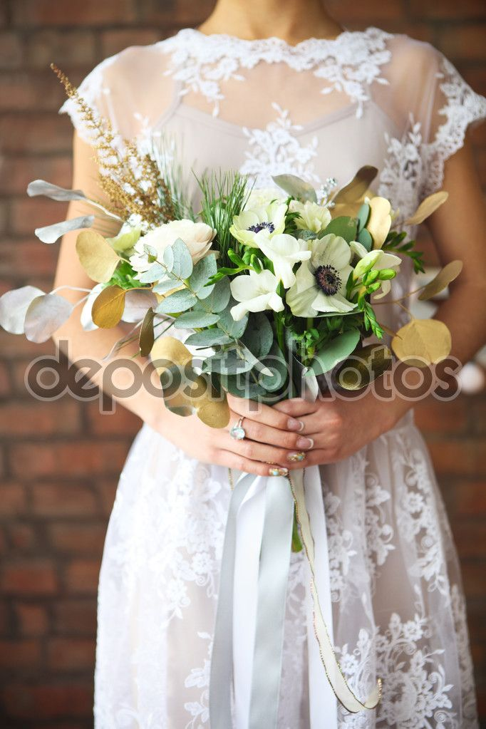 depositphotos_63204183-stock-photo-unusual-wedding-bouquet-in-retro.jpg (682×1023)