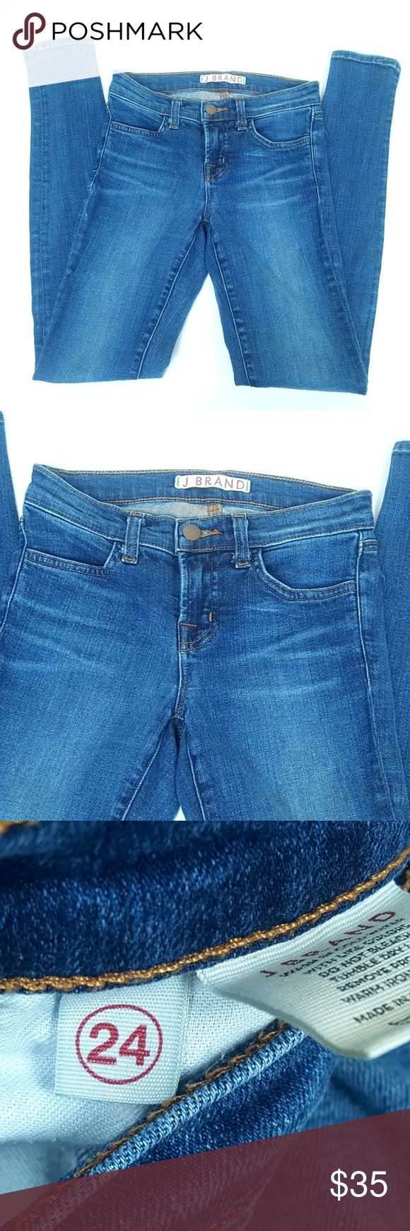 J Brand Classic Mid Rise Super Skinny Jeans Sz 24 Style 620O212 J Brand Mid Rise Super Skinny in Blue Bell Classic Medium Wash  Sz 24 Inseam 30 inches  Our classic super skinny in our ultra stretch blue blend denim has maximum recovery with a super soft hand feel. J Brand Jeans Skinny