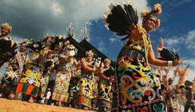 Suku Dayak merupaka salah satu suku terkenal asli Kalimantan, suku ini sangat kental akan e...