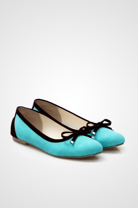 Be pretty in these simple flat shoes by Goeie with dual tone color and bow accent in front.  http://www.zocko.com/z/JIi5b