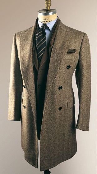 Long tweed coat. Peak lapels. ❤❦♪♫