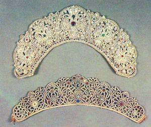 Схемы и образцы плетения шейных украшений из бисера