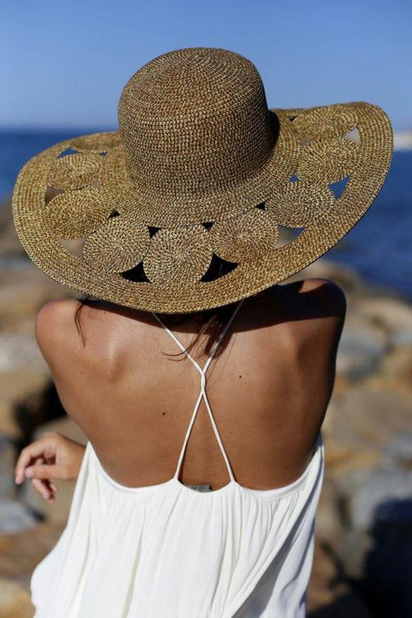 chapeau de paille beige pour vos vacances au bord de la mer