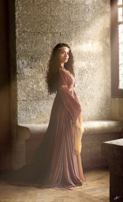 Angel Coulby as Queen Guinevre. Woah! They jazzed Gwen up a lot for this season