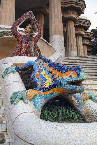 The famous mosaic dragon that greets visitors as they enter Parc Güell, Barcelona