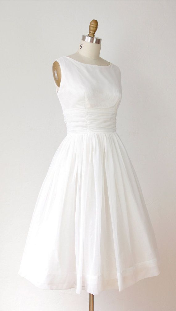 1950s full skirt wedding dress white chiffon vintage tea for Full skirt wedding dress