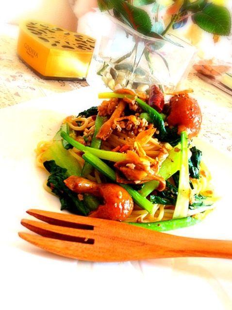 久々のお家パスタ✨✨  和風テイストで美味しく野菜もたくさん頂けました - 137件のもぐもぐ - なめこ小松菜と桜えびのパスタランチ by syuu