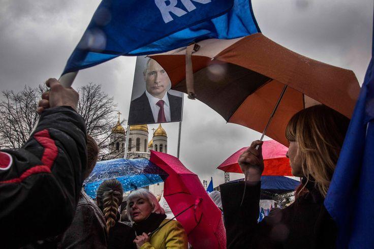 Poetin en het Westen zijn verwikkeld in een agressief geopolitiek schaakspel dat doet denken aan de Koude Oorlog. De Russische exclave Kaliningrad tussen Polen en Litouwen is een nieuwe frontlijn. Navo-missies met Nederlandse soldaten strijken neer tussen angstige Balten.