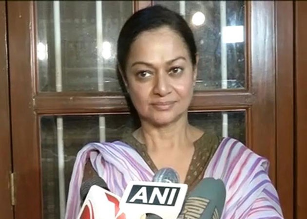 Never asked Salman to intervene in Suraj and Jiah's relationship: Zarina Wahab http://movies.ndtv.com/bollywood/zarina-wahab-never-asked-salman-to-intervene-in-suraj-and-jiah-s-relationship-379556