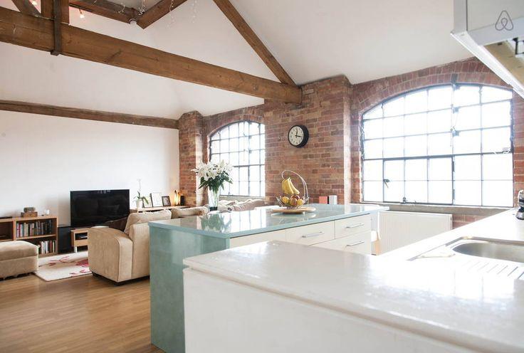 Schau Dir dieses großartige Inserat bei Airbnb an: spacious loft  |  private bathroom in Greater London