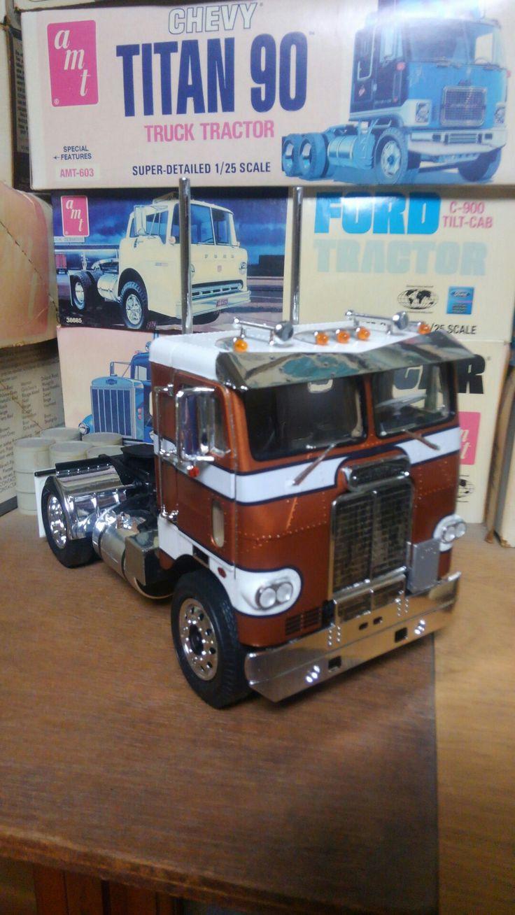 Semi trucks model kits plastic maquettes