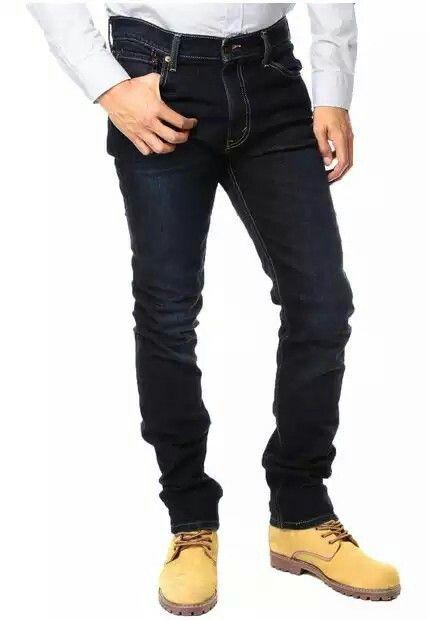 Levis 510 Jeans Levis 510 Azul oscuro. 99% ALGODON 1% ELASTANO. Es el fit masculino que tenemos más ajustado, se desarrolla con telas con elastano para que brinden un mayor confort a la