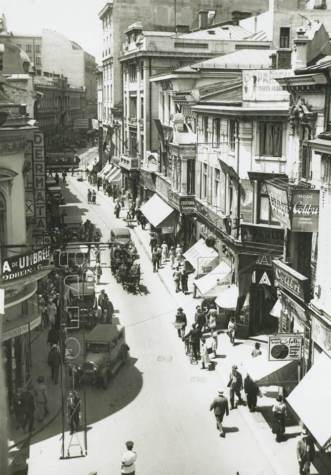 """Strada Lipscani in 1930, o alta imagine superba cu principala artera comerciala al carei nume provine de la """"lipscan"""" adica negustor cu marfuri aduse din Lipsca, actualul Leipzieg din Saxonia"""