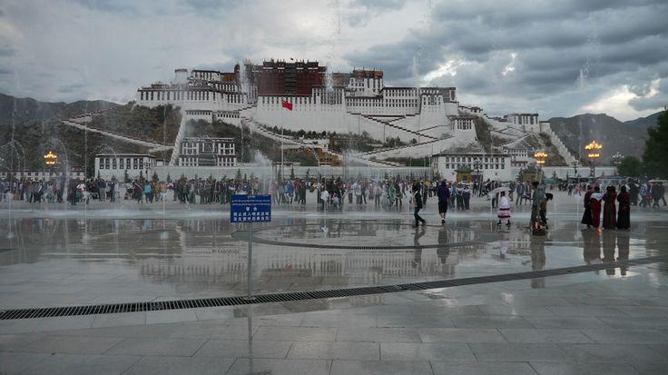 LhasaPotalaAtNight005