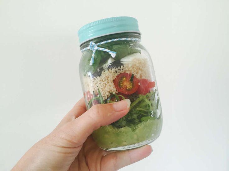 gezonde lunch salade in een pot