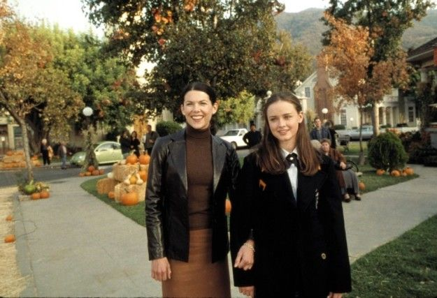 In October 1999, Gilmore Girls creator Amy Sherman-Palladino and her husband, Daniel Palladino, took a vacation to the tiny town of Washington Depot, Connecticut. It's there that they got the inspiration for the town in which their soon-to-be-created show would take place: Stars Hollow. | Here's What It Looks Like In The Real-Life Stars Hollow