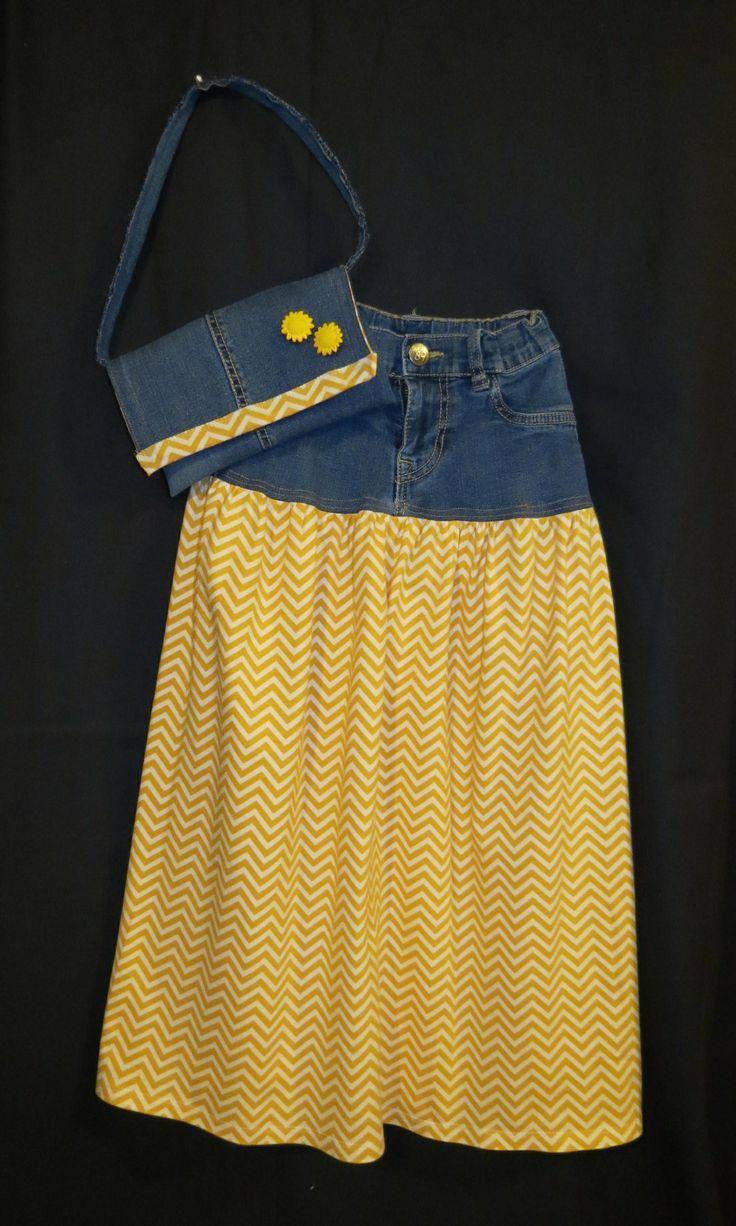 Mädchen-Maxirock, Upcycled aus abgenutzten Jeans, mit gelbem Chevron-Strickf …..