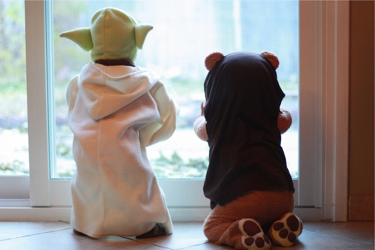 Twin Halloween costumes, maybe Veronica could be Princess Leia, @Ericka Grindstaff-Gamble :)