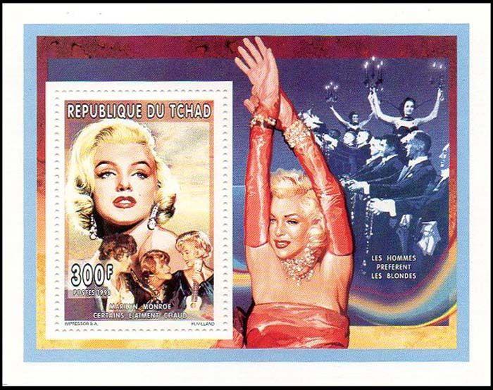 Почтовая служба Республики Чад Мэрилин Монро и ее партнеры Тони Кертис и Джек Леммон в сцене из фильма «В джазе только девушки»
