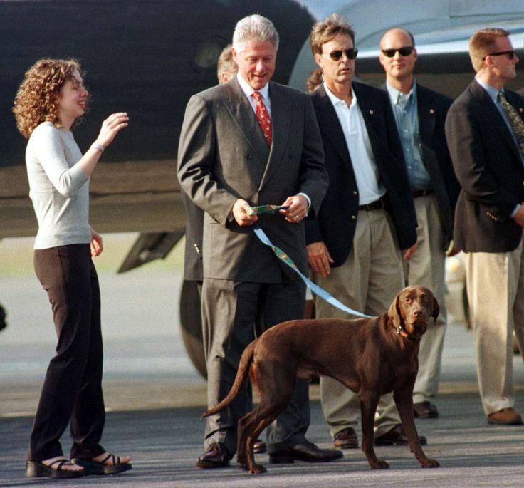 President Bill Clinton And Daughter Chelsea Arrive On Martha's Vineyard With His Dog Buddy For A Two-Week Vacation. 8/18/98  (Photo By Stephen Rose/Getty Images)