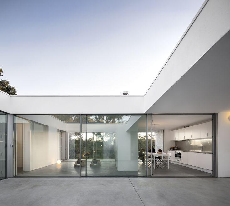 13 Stunning Inner Courtyards,Casa Quinta Do Carvalheiro / GSMM Architetti . Image © FS + SG